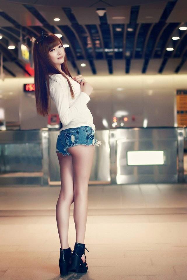 徐麦麦 s曲线身材好吸引人的雪白美女图片